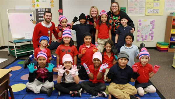Wesley Chapel PTO brings holiday cheer to East Elementary