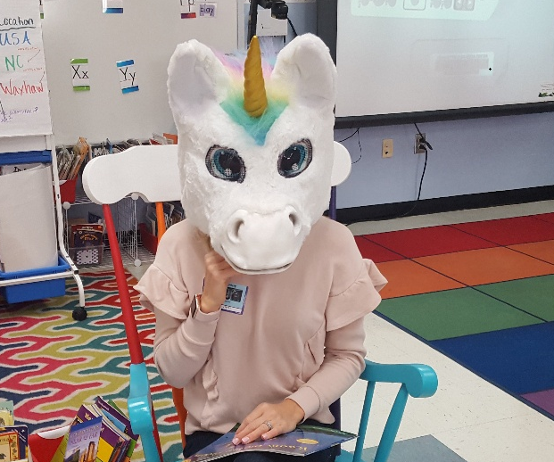 Who else has a unicorn come as a mystery reader for their class?