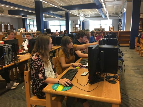 Parkwood High students use mobile apps to bridge history and technology