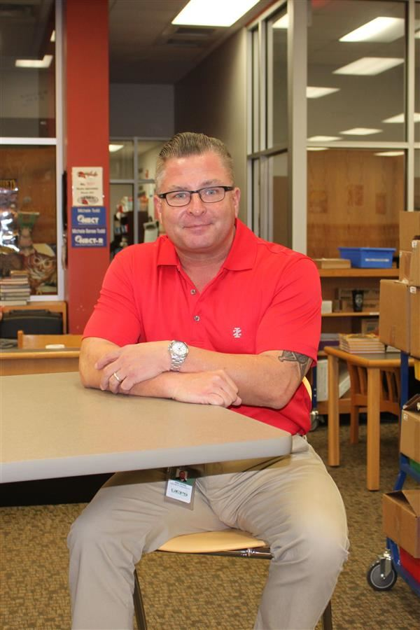 Monroe Middle veteran uses past experiences to connect with students