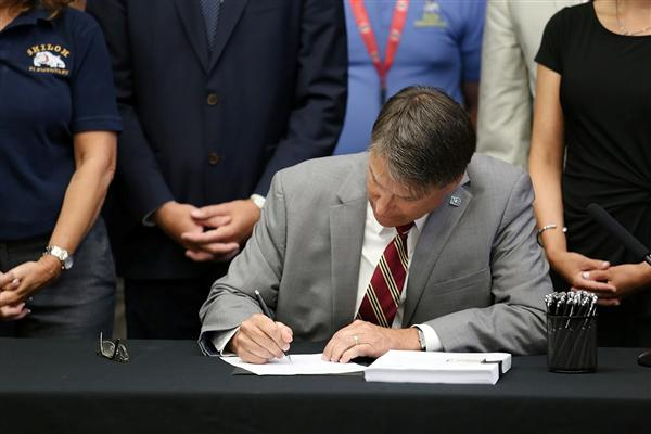 Governor Pat McCrory comes to UCPS to sign state budget with 4.7 percent pay increase for NC teachers